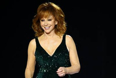 Reba McEntire rescued from historic building after stairs collapse